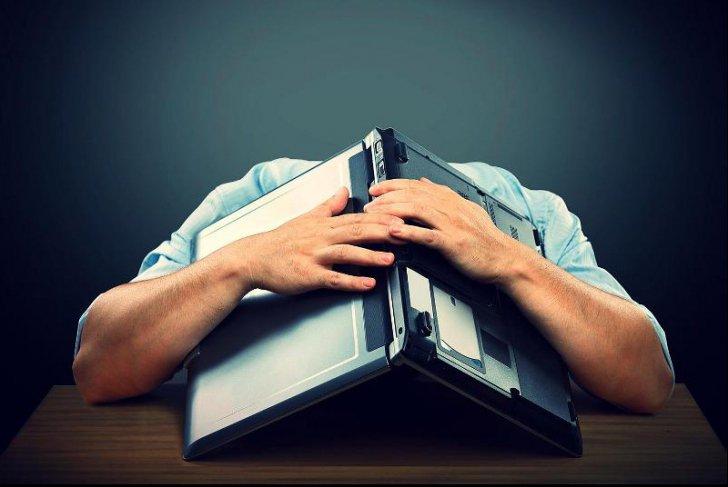 STUDIU Ce riscă, din punct de vedere medical, angajații care muncesc prea mult